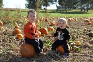 jonah-and-karson-pumpkin-patch-2